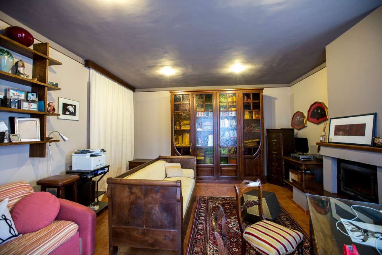 Villa in vendita a Barge, 7 locali, prezzo € 250.000 | Cambio Casa.it