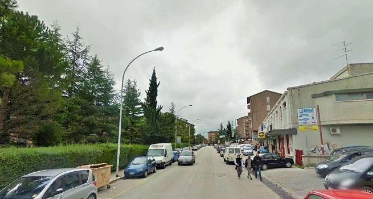 Negozio / Locale in affitto a Campobasso, 1 locali, prezzo € 700 | CambioCasa.it