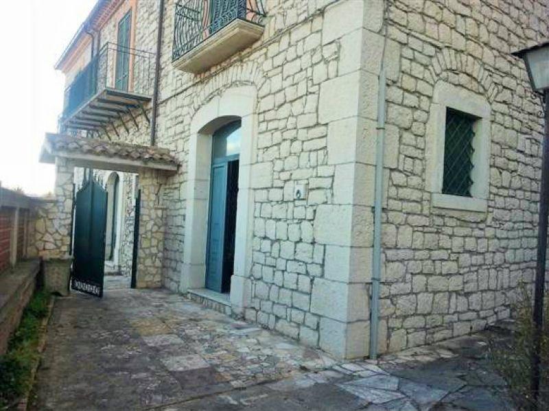 Villa in vendita a Campobasso, 6 locali, Trattative riservate | CambioCasa.it