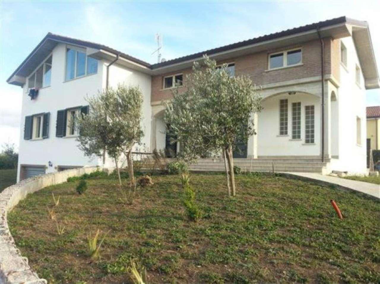 Villa Bifamiliare in vendita a Oratino, 10 locali, Trattative riservate   CambioCasa.it
