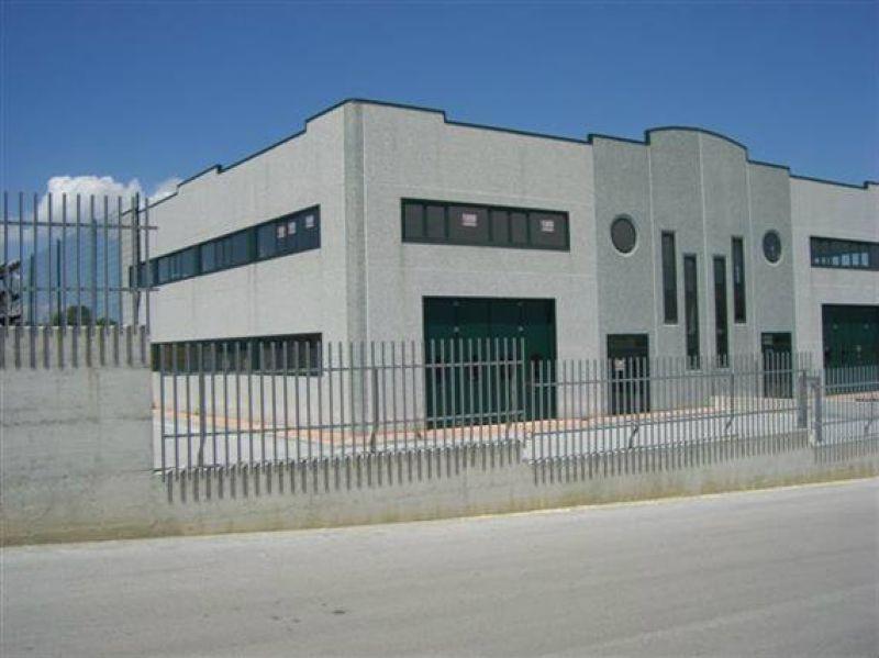 Capannone in vendita a Ripalimosani, 9999 locali, Trattative riservate | CambioCasa.it