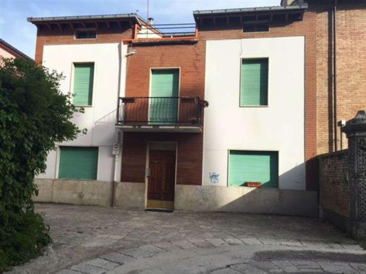 Palazzo / Stabile in Vendita a Campobasso
