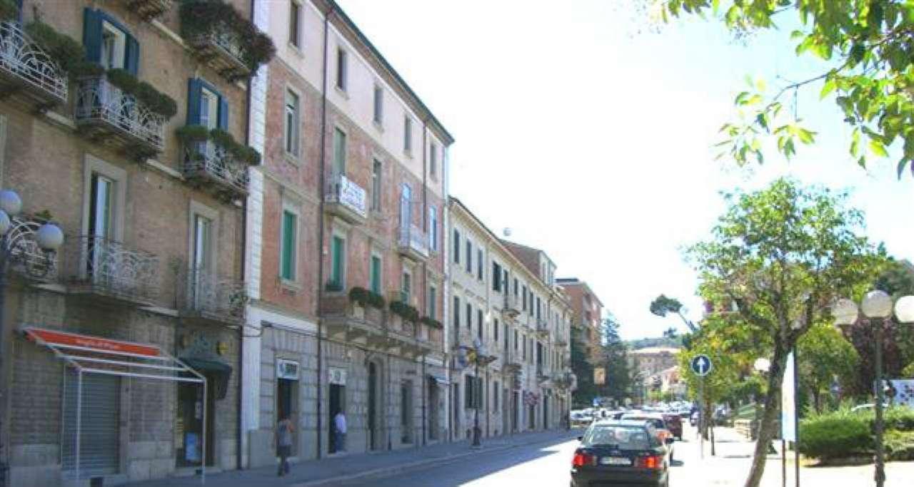Negozio / Locale in affitto a Campobasso, 9999 locali, prezzo € 800 | CambioCasa.it