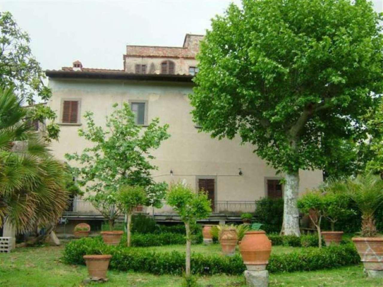 Villa in vendita a Poggio a Caiano, 10 locali, prezzo € 600.000   CambioCasa.it