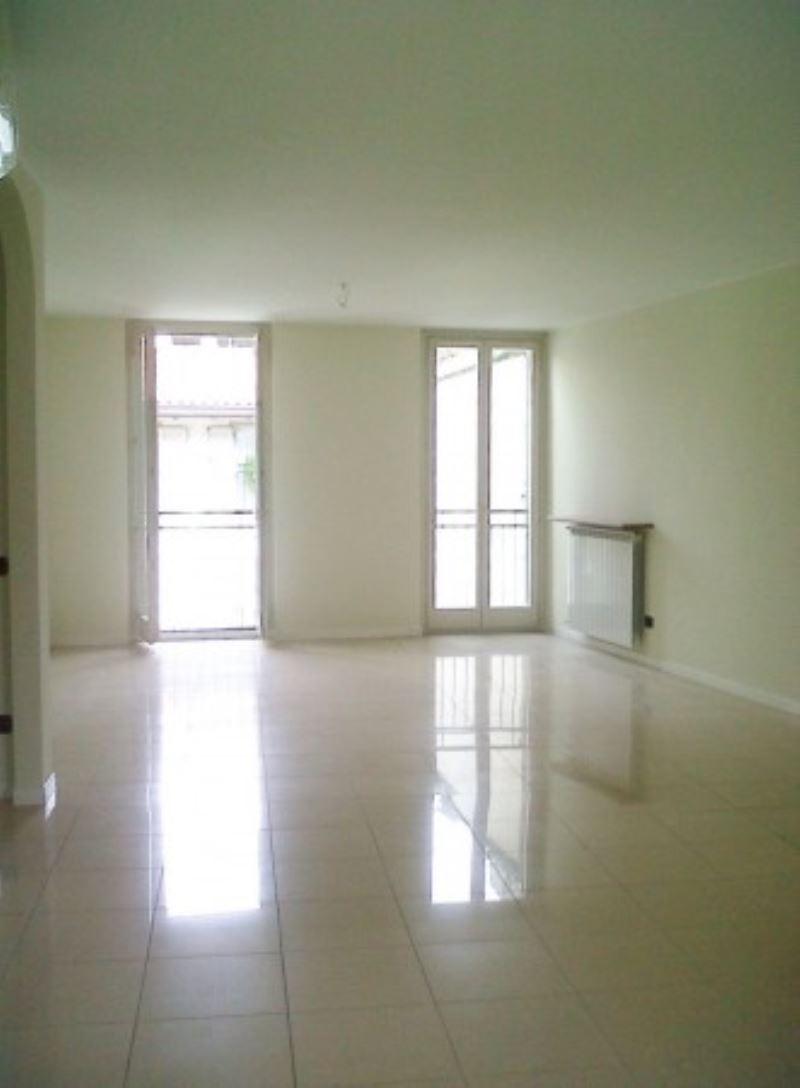 Appartamento in affitto a Gallarate, 3 locali, prezzo € 1.200 | Cambio Casa.it