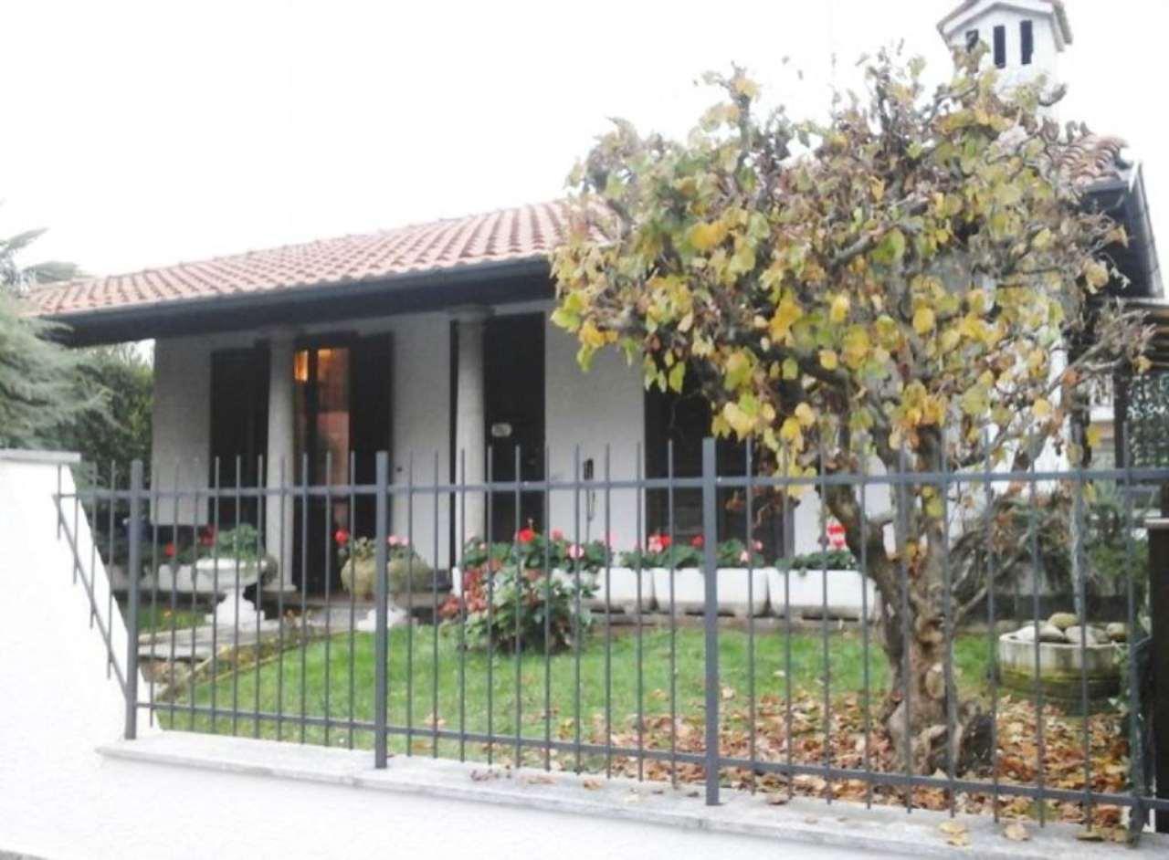 Villa in vendita a Somma Lombardo, 3 locali, prezzo € 260.000 | Cambio Casa.it
