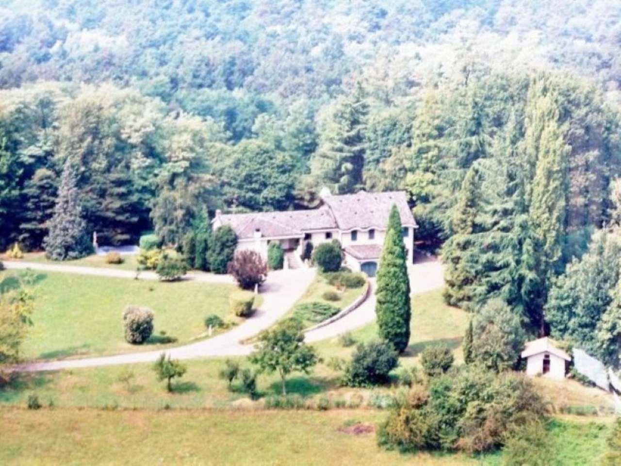 Villa in vendita a Somma Lombardo, 10 locali, prezzo € 550.000 | Cambio Casa.it