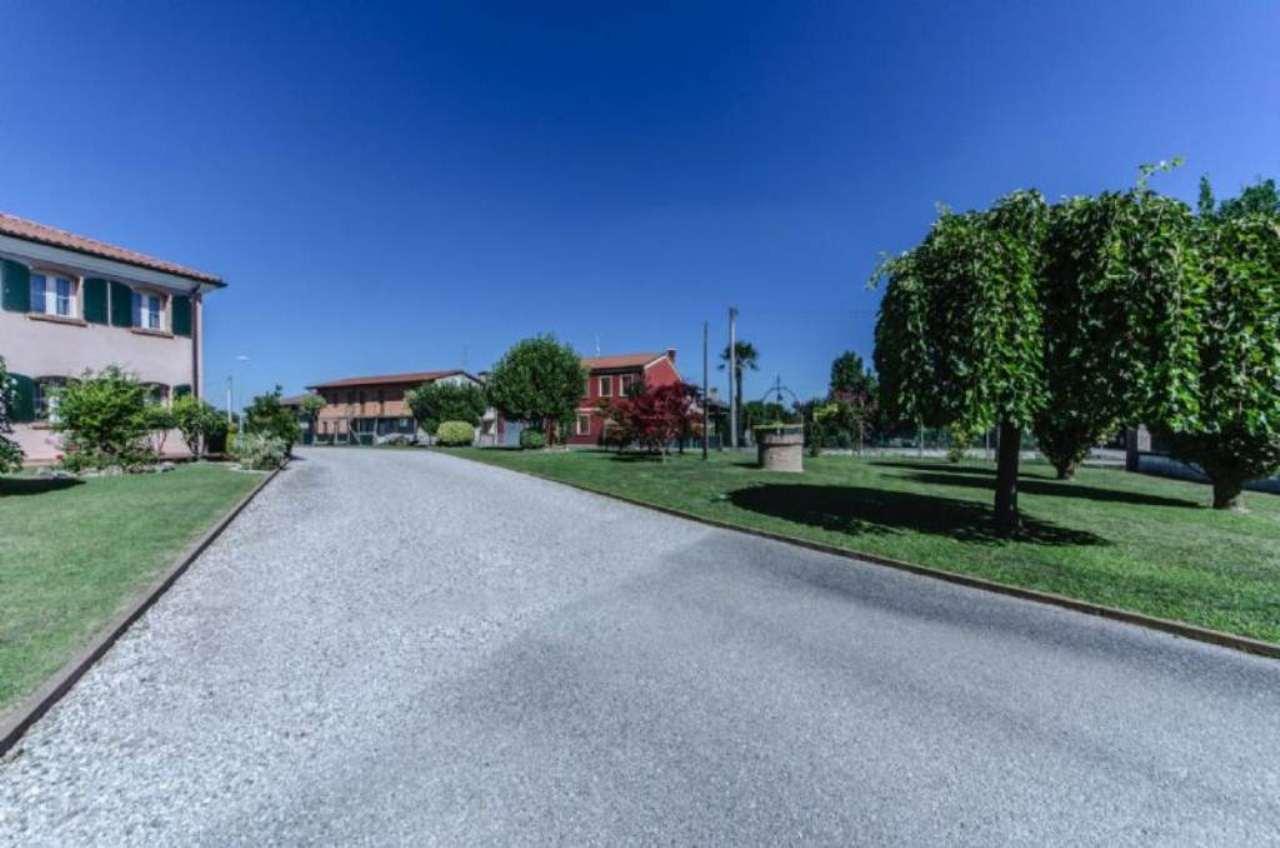 Villa in vendita a Santa Maria di Sala, 6 locali, prezzo € 750.000 | Cambio Casa.it