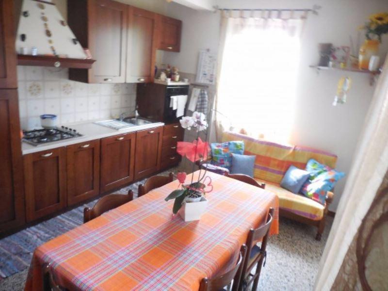 Appartamento in vendita a Varano Borghi, 3 locali, prezzo € 99.000 | Cambio Casa.it
