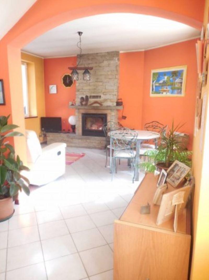 Soluzione Indipendente in vendita a Somma Lombardo, 4 locali, prezzo € 139.000 | Cambio Casa.it
