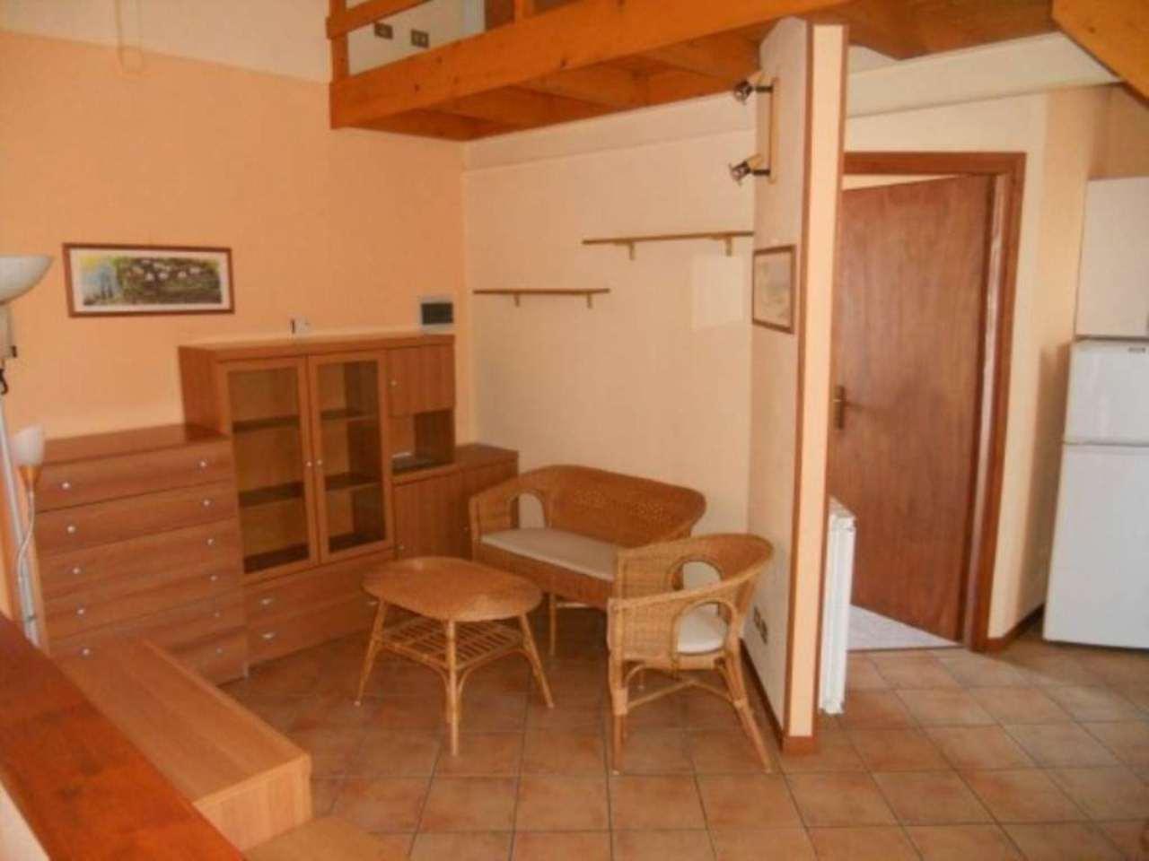 Appartamento in affitto a Somma Lombardo, 2 locali, prezzo € 350 | Cambio Casa.it