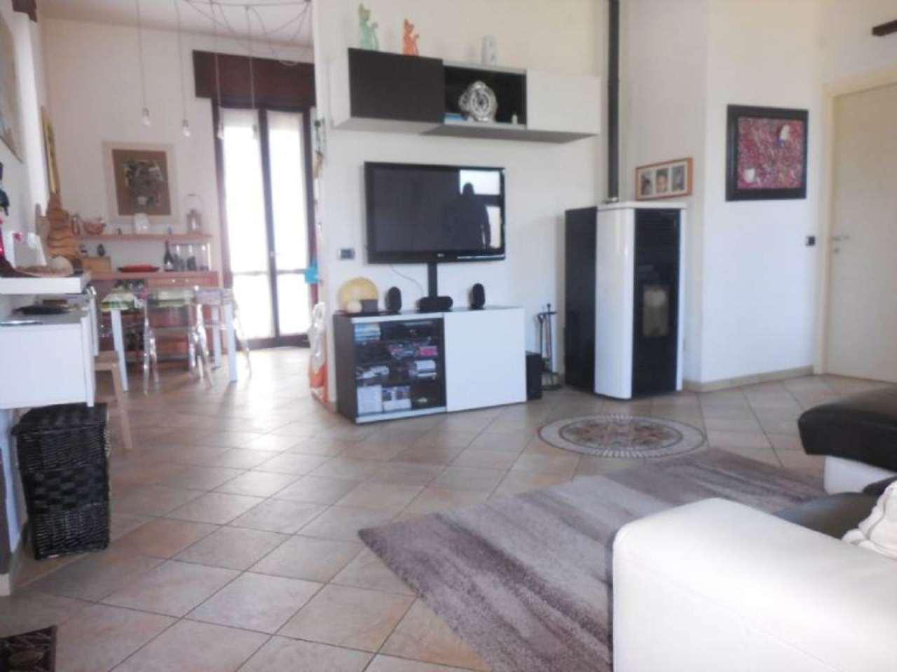 Villa in vendita a Vergiate, 3 locali, prezzo € 195.000 | Cambio Casa.it