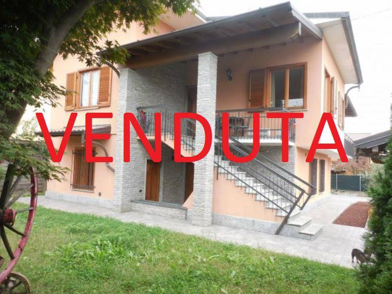 Villa in vendita a Somma Lombardo, 4 locali, prezzo € 328.000 | Cambio Casa.it