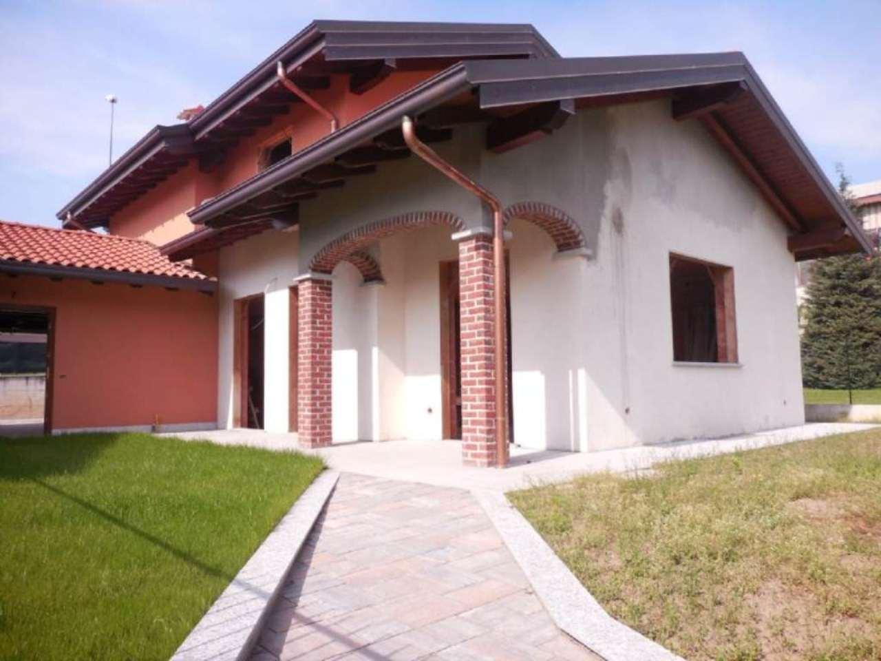 Villa in vendita a Somma Lombardo, 4 locali, prezzo € 238.000 | Cambio Casa.it