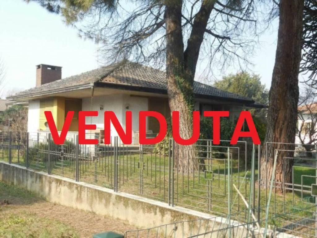 Villa in vendita a Somma Lombardo, 3 locali, prezzo € 249.000 | Cambio Casa.it