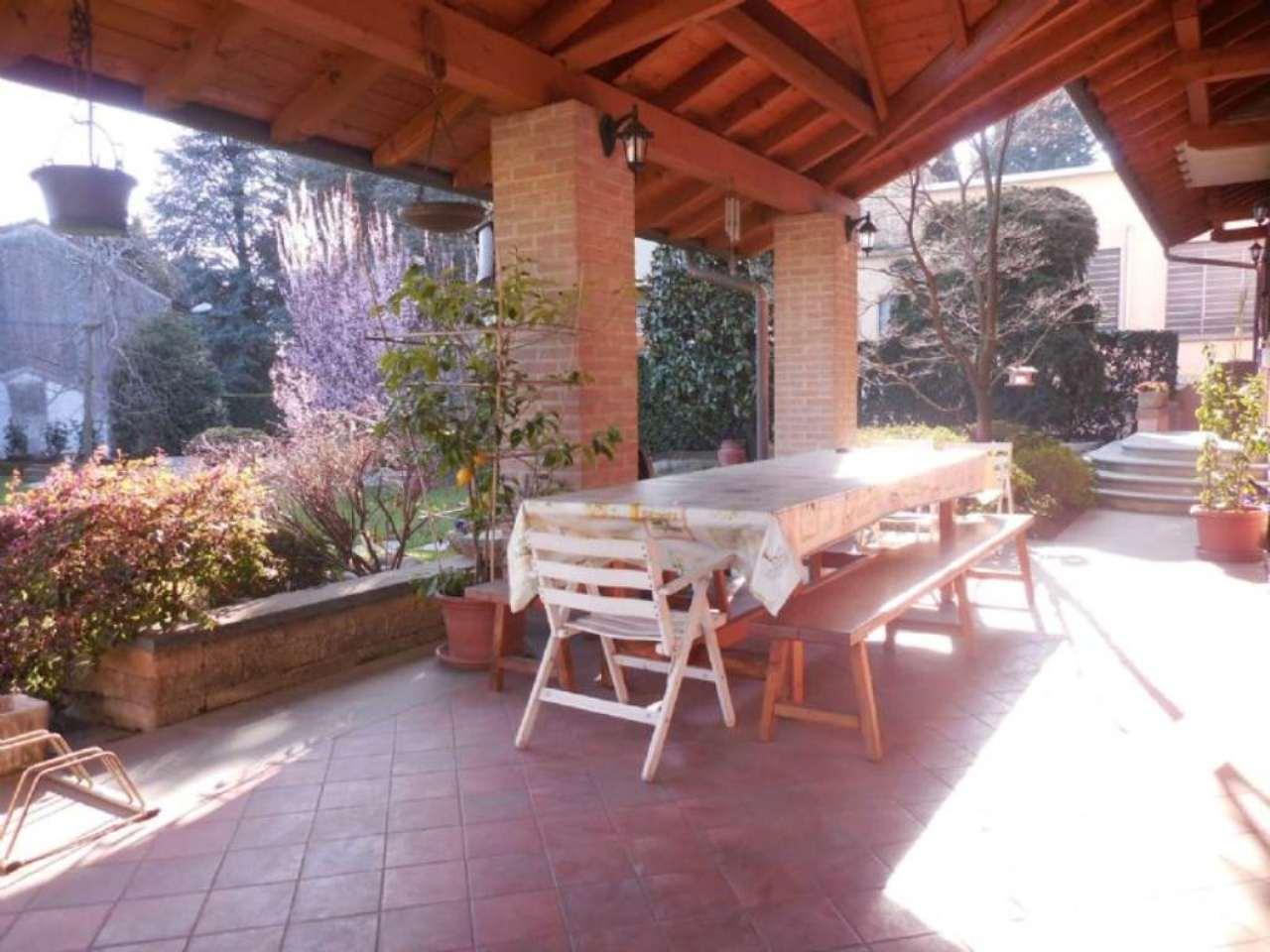 Villa in vendita a Somma Lombardo, 4 locali, prezzo € 359.000 | Cambio Casa.it