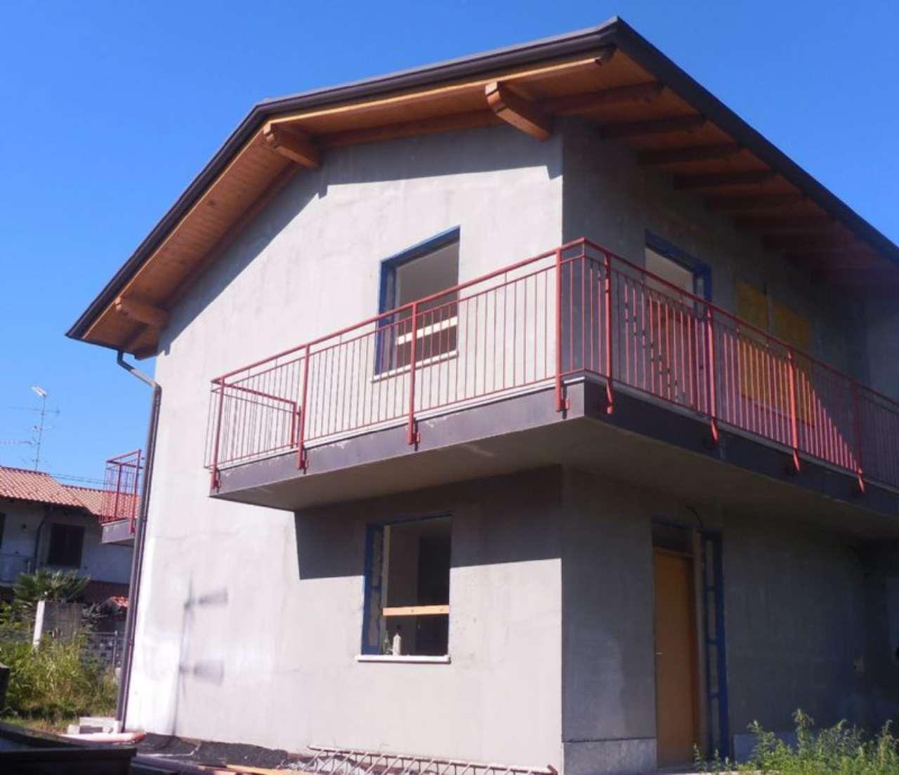 Villa in vendita a Somma Lombardo, 4 locali, prezzo € 249.000 | Cambio Casa.it