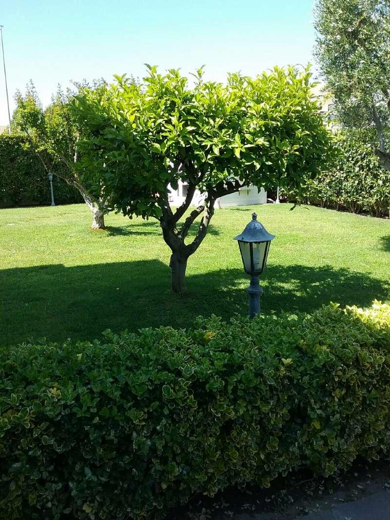 Villa Quadrifamiliare in vendita 5 vani 200 mq.  via cles Roma