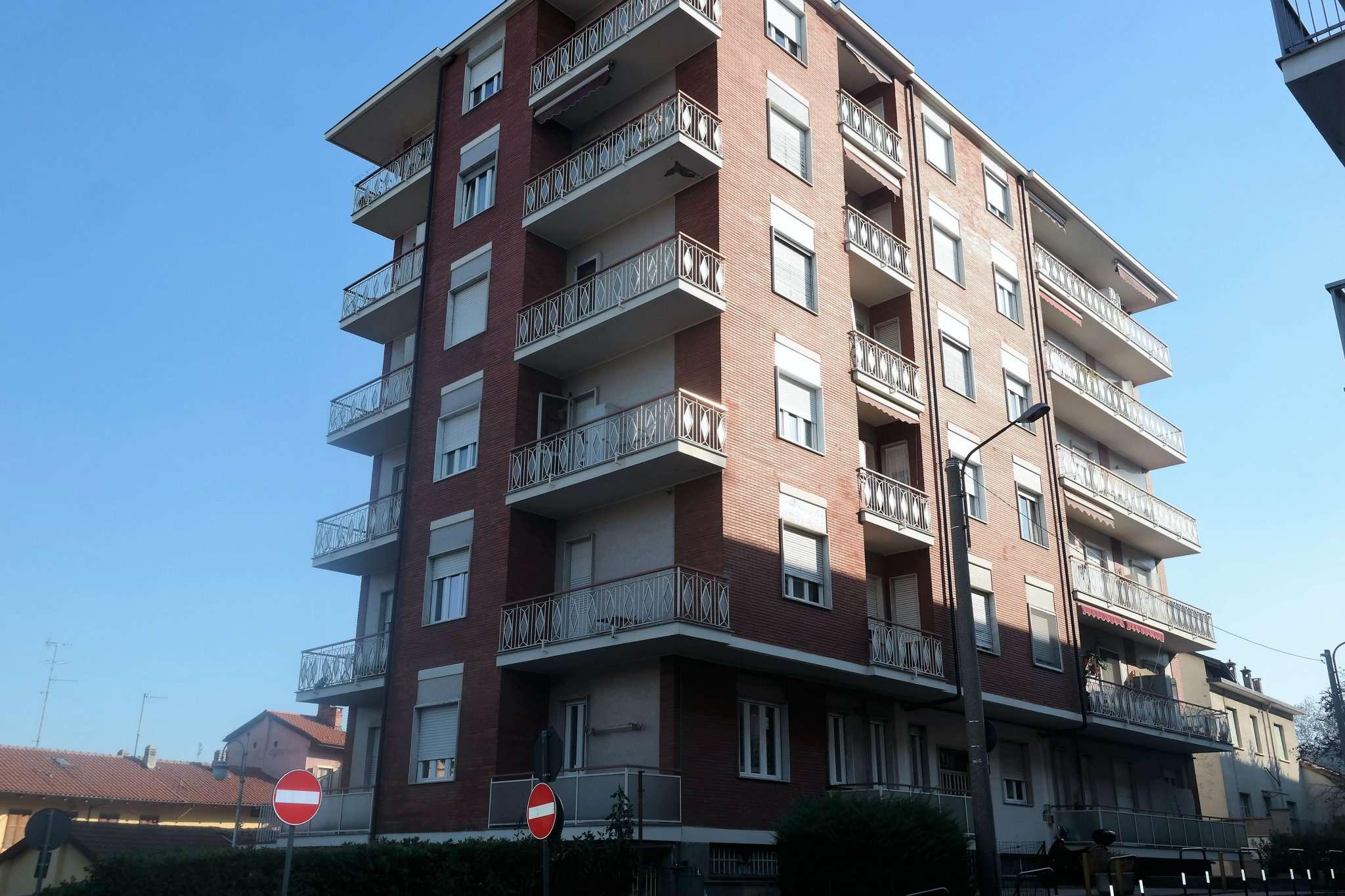 Immagine immobiliare Appartamento 2 locali di ampia metratura in buono stato Alpignano: in vendita in zona centrale e servita, palazzina di metà anni '60 in buone condizioni, al terzo piano con ascensore, appartamento di circa 60 mq composto da...