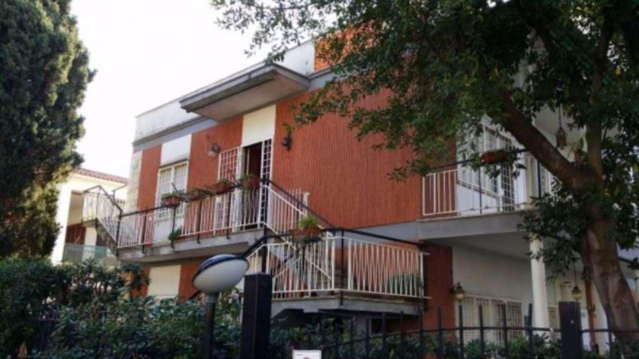 Villa in vendita a Santa Marinella, 6 locali, prezzo € 180.000 | Cambio Casa.it