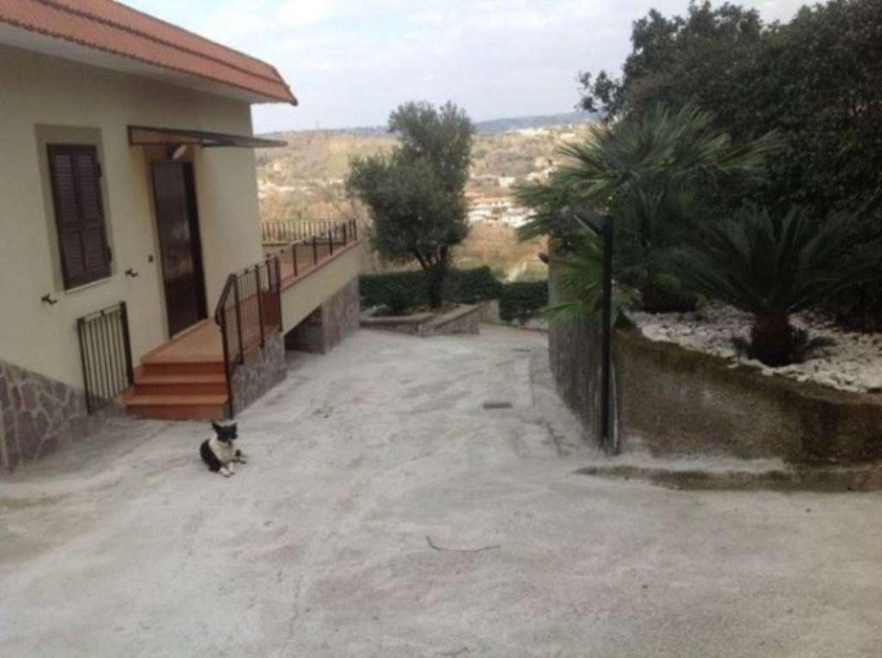 Soluzione Indipendente in affitto a Pozzuoli, 3 locali, prezzo € 900 | Cambio Casa.it