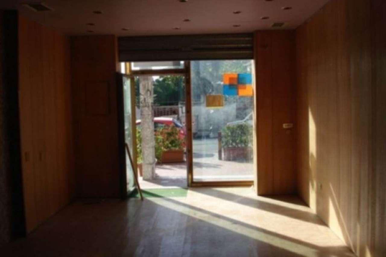 Negozio / Locale in affitto a Pozzuoli, 1 locali, prezzo € 800 | Cambio Casa.it