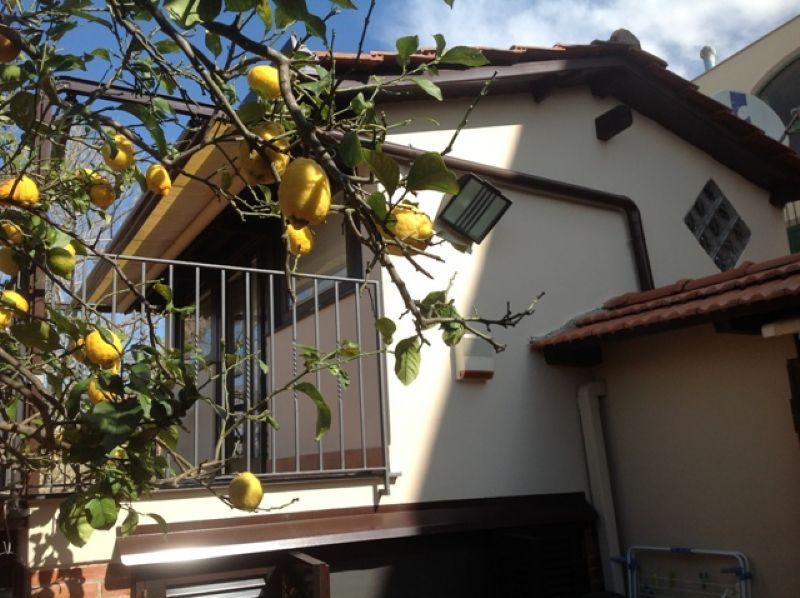 Soluzione Indipendente in vendita a Pozzuoli, 4 locali, prezzo € 398.000 | Cambio Casa.it