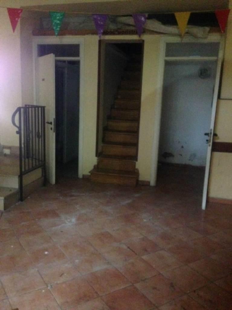 Negozio / Locale in affitto a Pozzuoli, 4 locali, prezzo € 3.000 | Cambio Casa.it