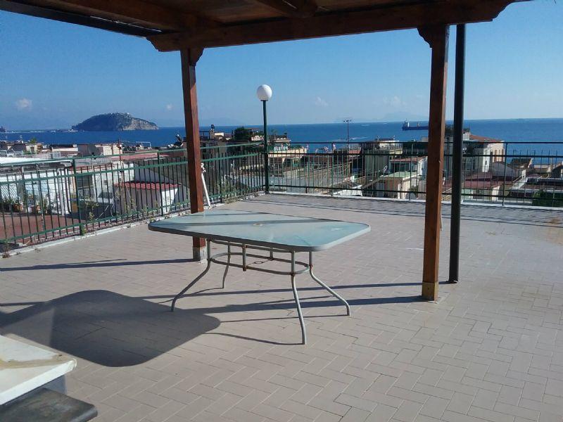 Attico / Mansarda in affitto a Pozzuoli, 4 locali, prezzo € 800 | Cambio Casa.it