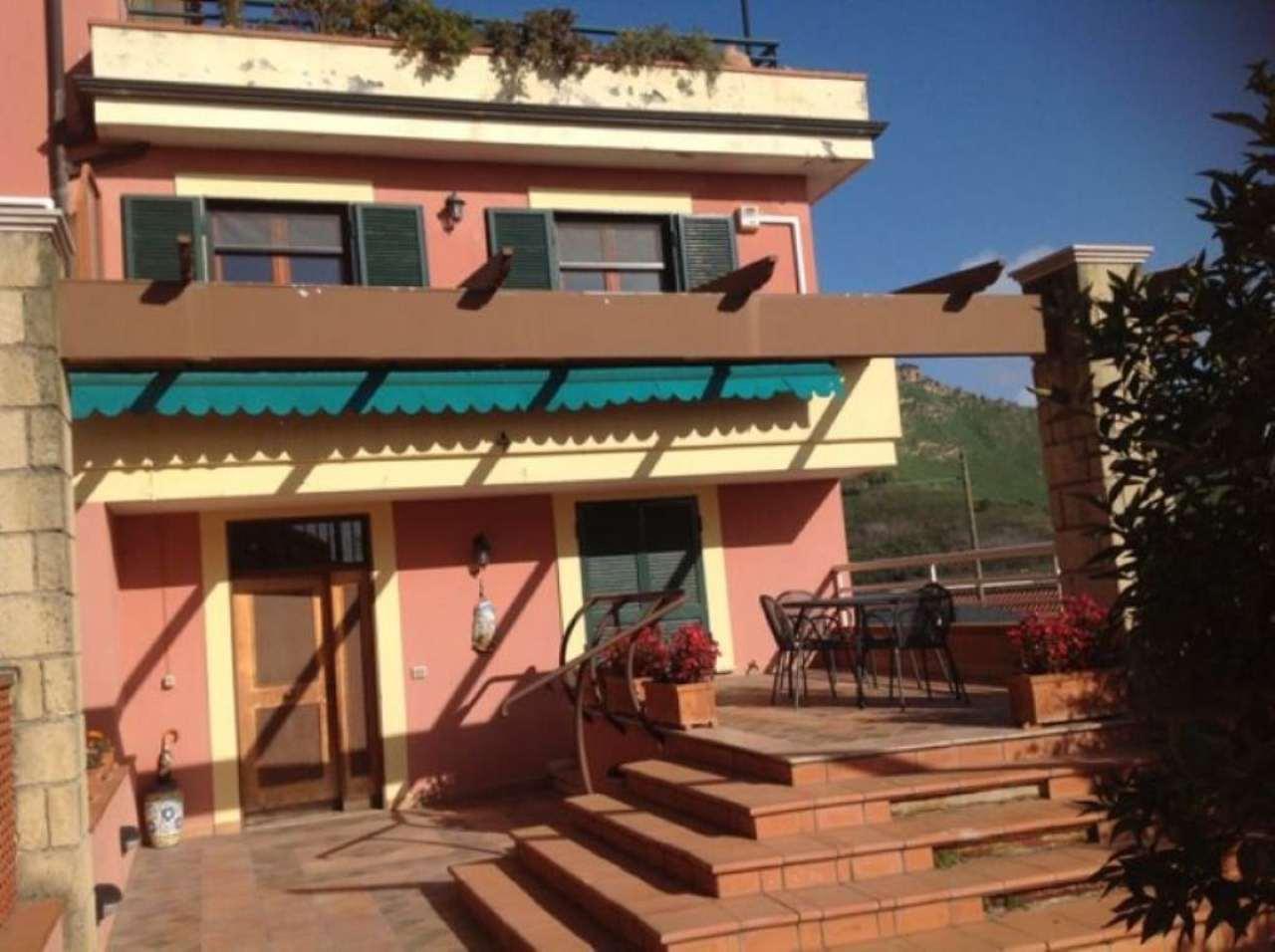 Soluzione Indipendente in vendita a Pozzuoli, 4 locali, prezzo € 320.000 | Cambio Casa.it