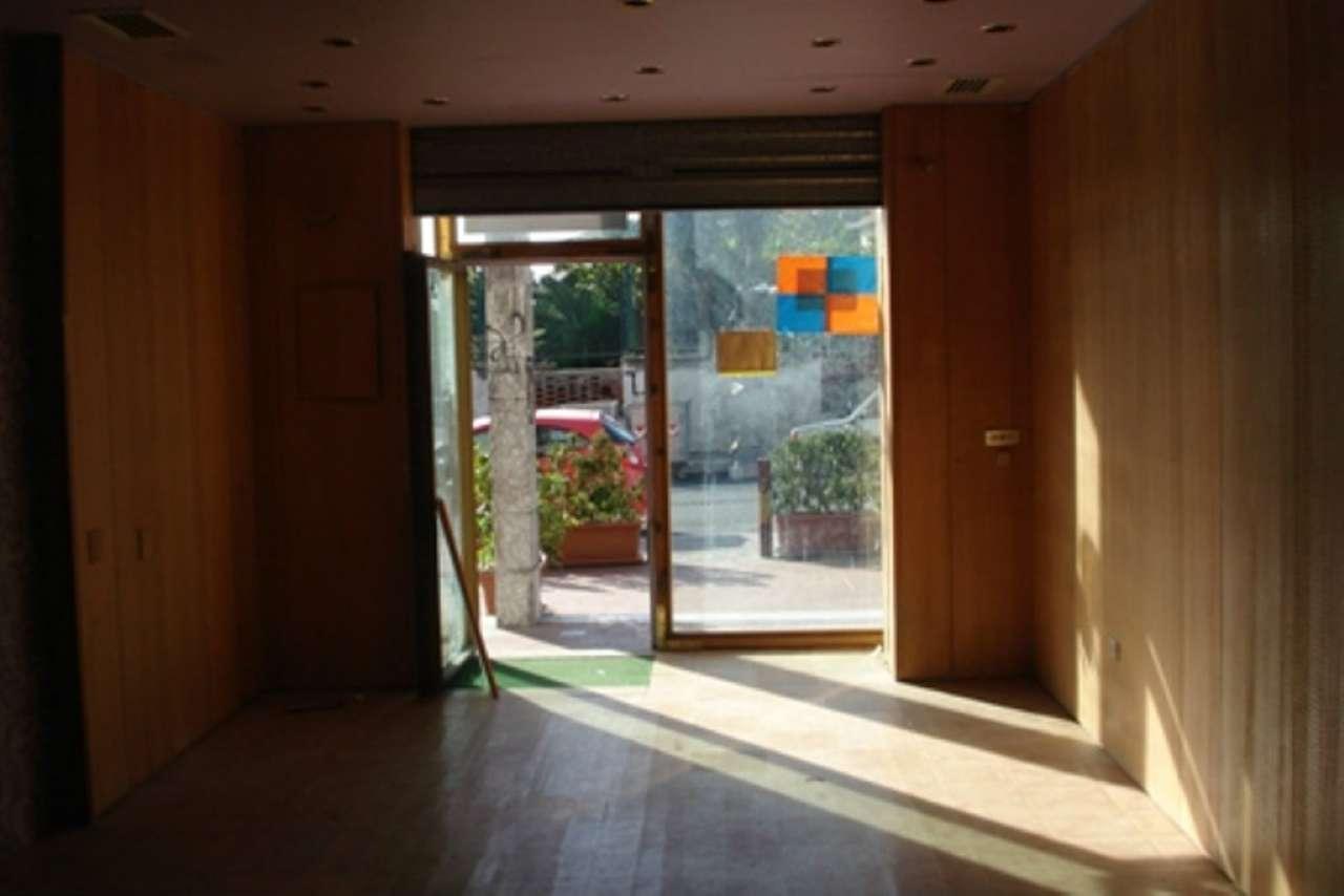 Negozio / Locale in affitto a Pozzuoli, 1 locali, prezzo € 800 | CambioCasa.it