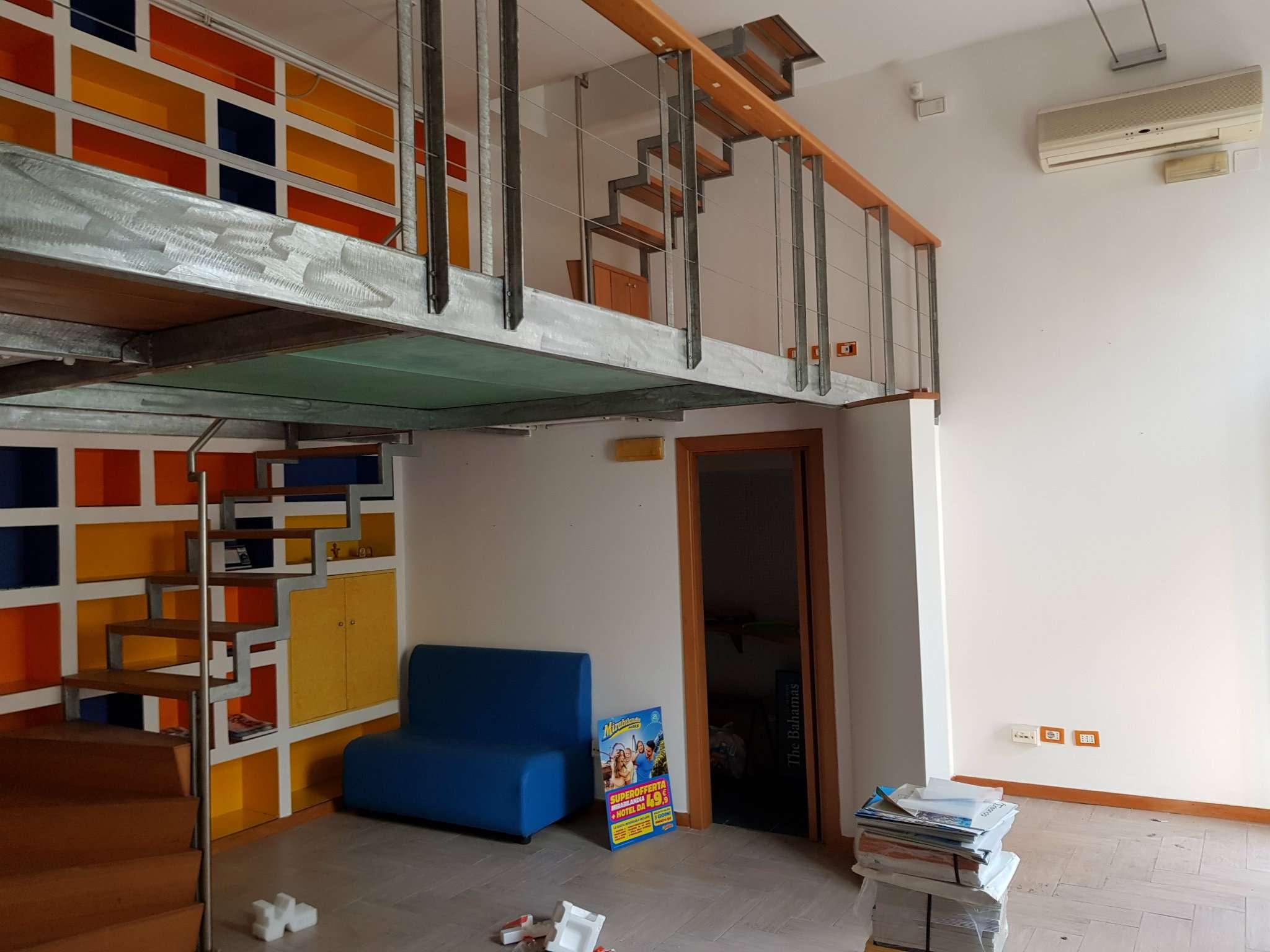 Ufficio / Studio in Affitto a Pozzuoli