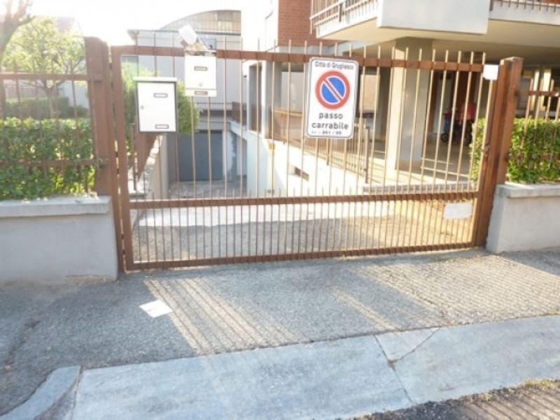 garage-Box-posto auto Doppio in Vendita a Grugliasco