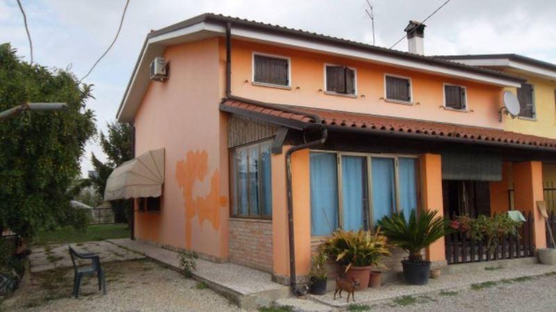Appartamento in vendita a Mirano, 10 locali, prezzo € 179.000 | Cambio Casa.it