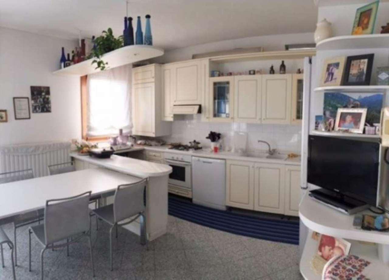 Appartamento in vendita a Mirano, 5 locali, prezzo € 149.000 | Cambio Casa.it