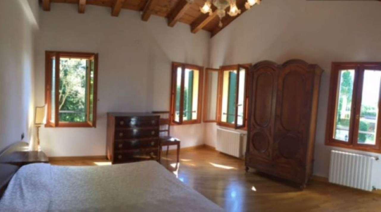 Villa in vendita a Mirano, 10 locali, prezzo € 550.000 | Cambio Casa.it