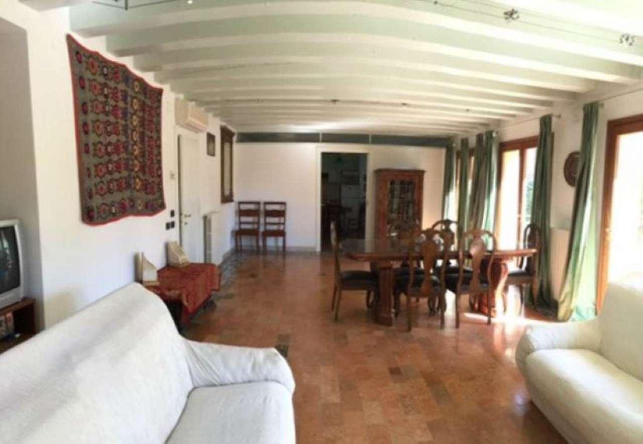 Villa in vendita a Mirano, 10 locali, prezzo € 439.000 | Cambio Casa.it