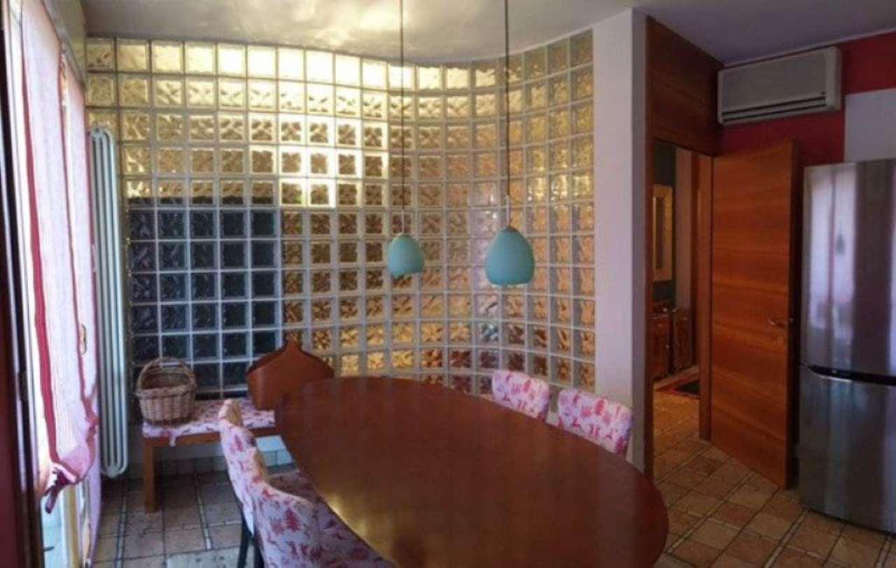 Appartamento in vendita a Mirano, 10 locali, prezzo € 210.000 | Cambio Casa.it