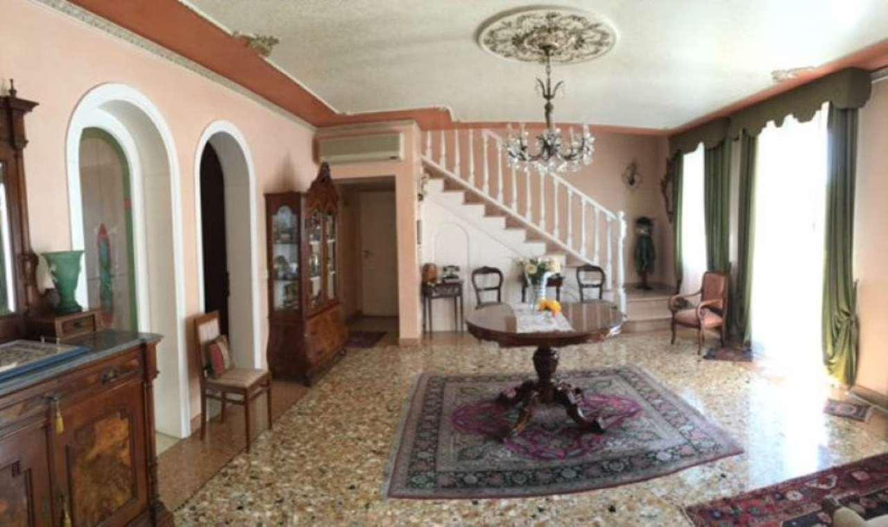 Villa Bifamiliare in Vendita a Santa Maria di Sala