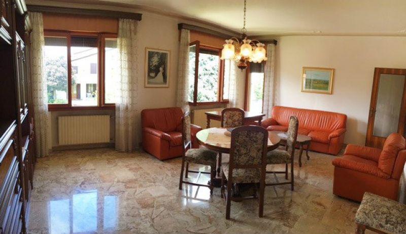Soluzione Indipendente in vendita a Mirano, 10 locali, prezzo € 395.000 | Cambio Casa.it