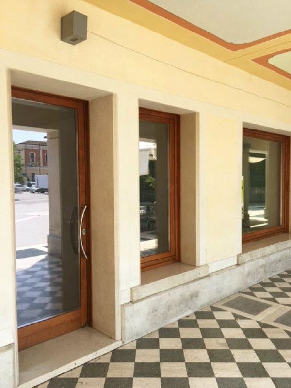 Negozio / Locale in affitto a Mirano, 4 locali, prezzo € 2.616 | Cambio Casa.it