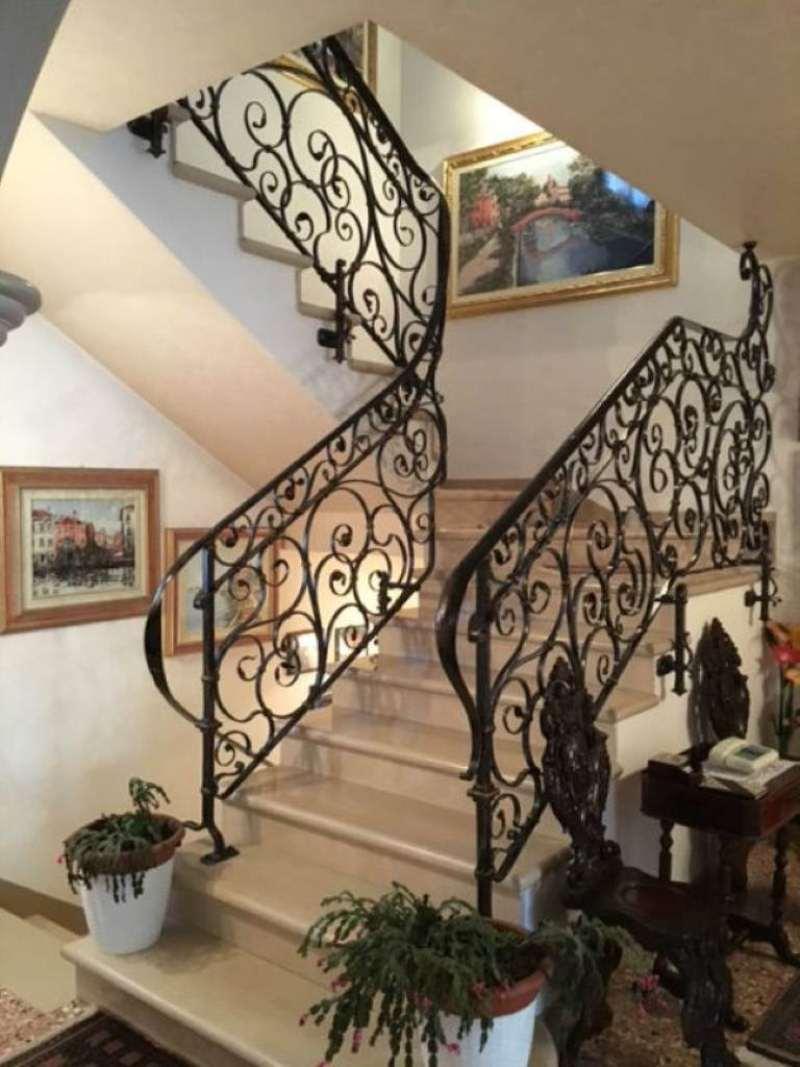 Villa in vendita a Mirano, 6 locali, prezzo € 595.000 | Cambio Casa.it