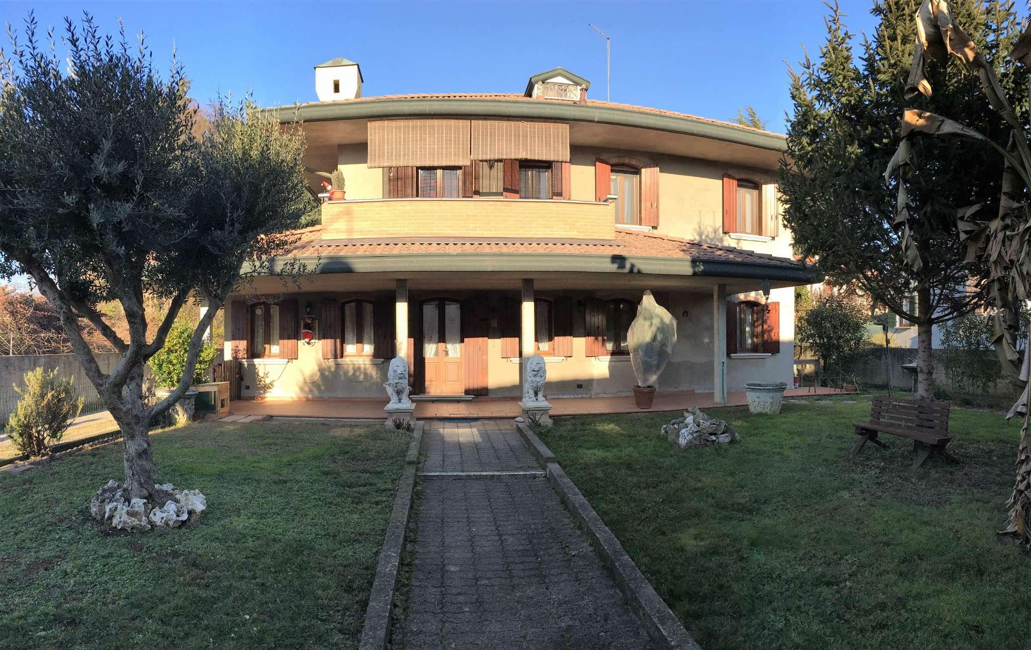 Soluzione Indipendente in vendita a Mirano, 18 locali, prezzo € 370.000 | Cambio Casa.it