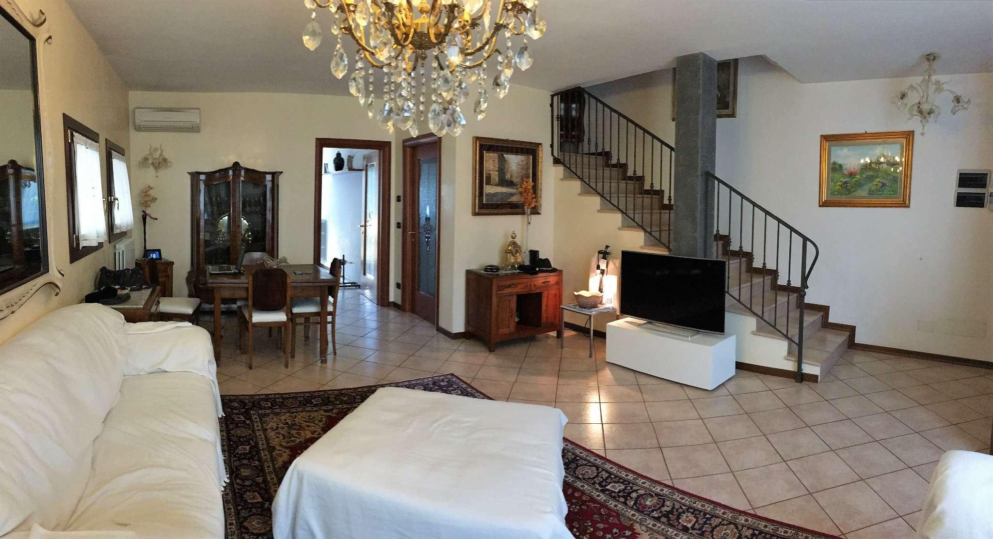 Villa in vendita a Mirano, 6 locali, prezzo € 295.000 | Cambio Casa.it