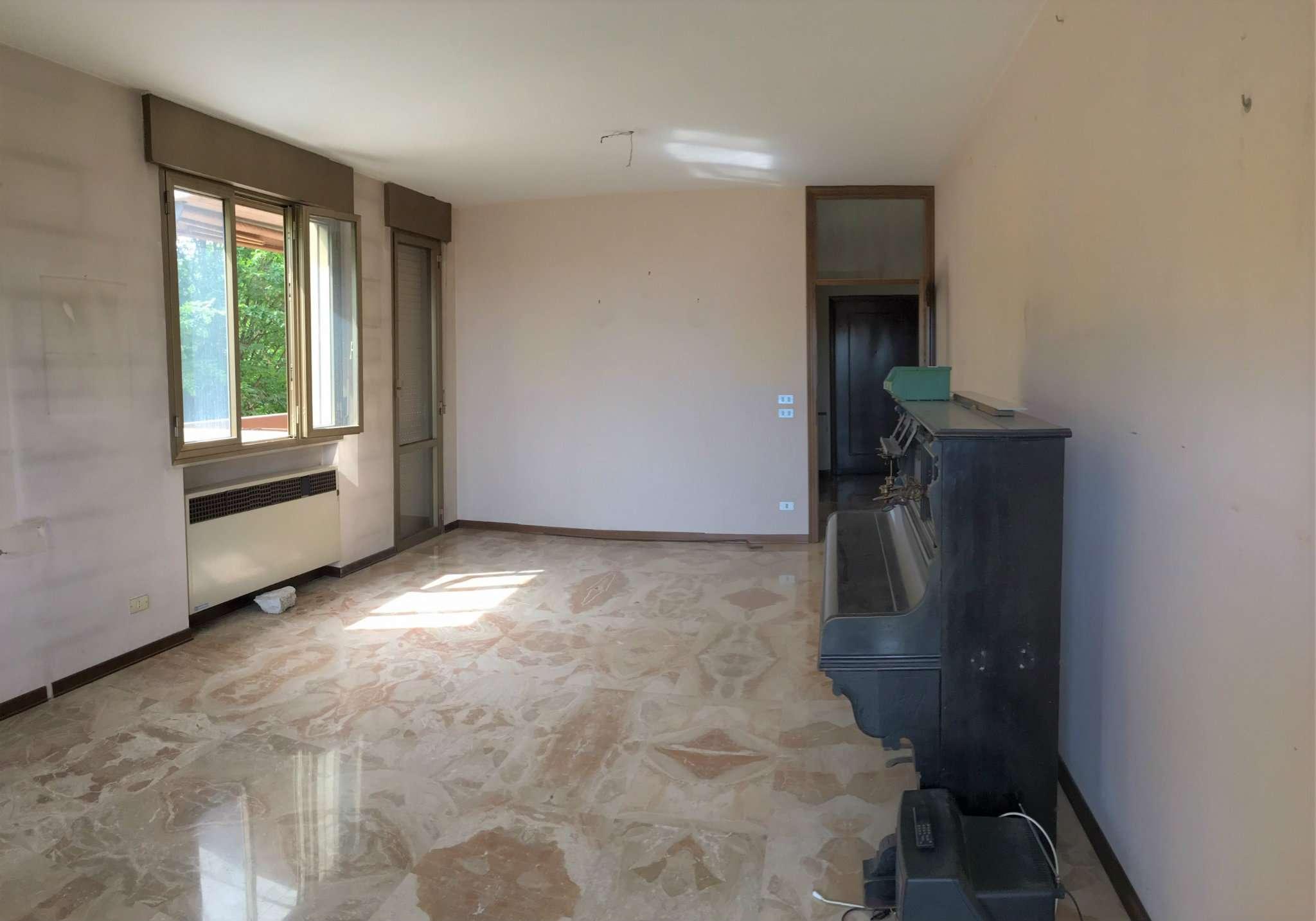 Appartamento in vendita a Mirano, 7 locali, prezzo € 189.000 | Cambio Casa.it