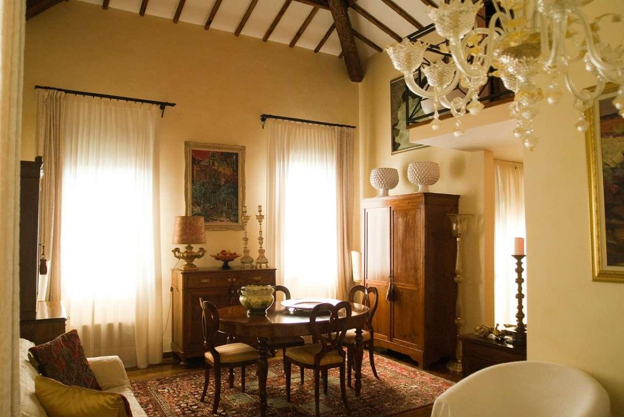 Soluzione Indipendente in vendita a Padova, 10 locali, zona Zona: 1 . Centro, prezzo € 890.000 | CambioCasa.it