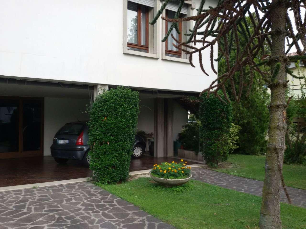Soluzione Indipendente in vendita a Selvazzano Dentro, 7 locali, prezzo € 550.000 | CambioCasa.it