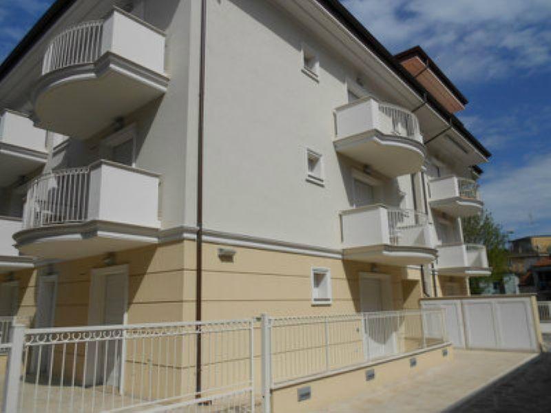 Appartamento in vendita a Cattolica, 3 locali, prezzo € 273.000   Cambiocasa.it