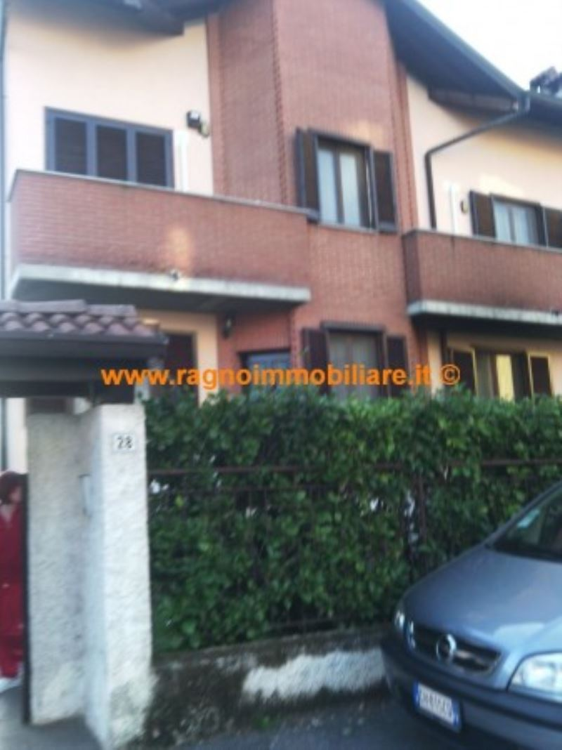 Villa in vendita a Giussago, 4 locali, prezzo € 260.000 | CambioCasa.it