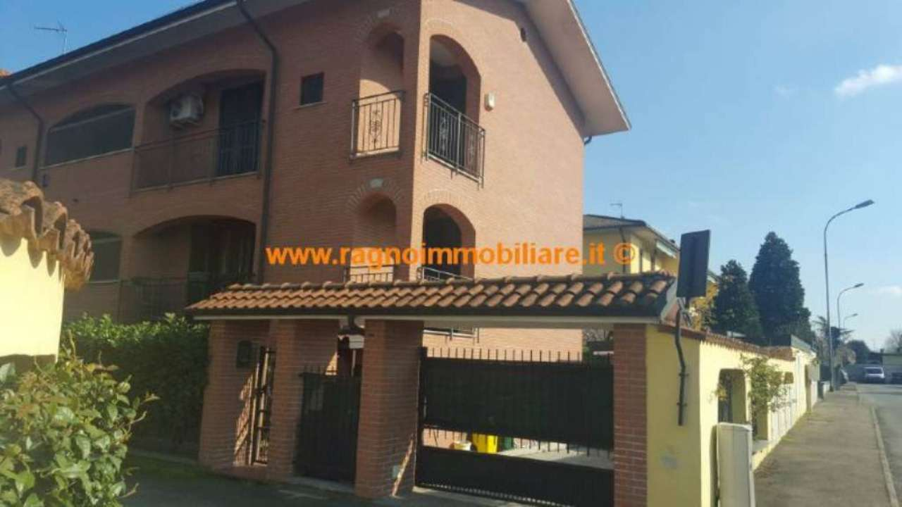 Villa Tri-Quadrifamiliare in vendita a Vellezzo Bellini, 4 locali, prezzo € 225.000 | Cambio Casa.it